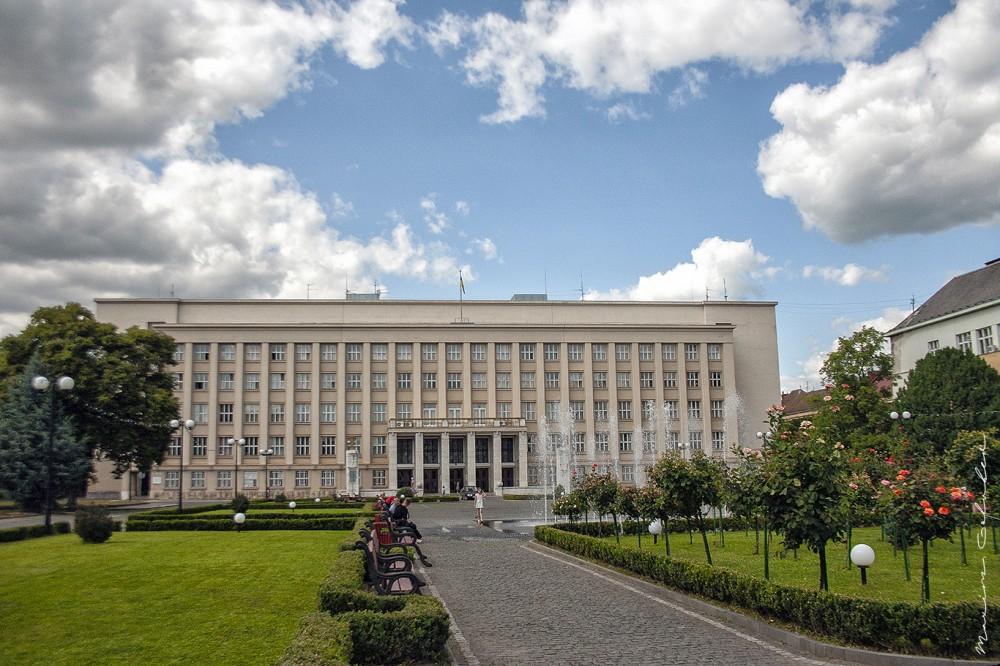 Земський уряд (1932-1936, арх. Франтішек Крупко, пл. Народна, 4)